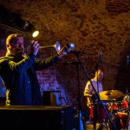 Rob Mazurek & Chad Taylor Chicago Underground Duo / 23.04.2016 / Piwnice Centrum Kultury / fot. Paweł Owczarczyk - zdjęcie 2/8