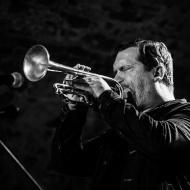 Rob Mazurek & Chad Taylor Chicago Underground Duo / 23.04.2016 / Piwnice Centrum Kultury / fot. Paweł Owczarczyk - zdjęcie 3/8