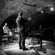 Rob Mazurek & Chad Taylor Chicago Underground Duo / 23.04.2016 / Piwnice Centrum Kultury / fot. Paweł Owczarczyk - zdjęcie 6/8